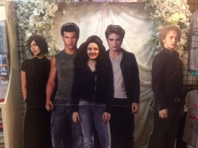 Alyssa hangs out with the Twilight gang